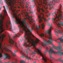 felpa di cotone rosso rubino e nera