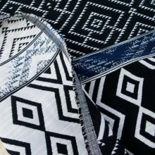 Jacquard remnant Aztec white/black 132 cm x 130 cm