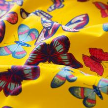 Tessuto di cotone canvas giallo con farfalle