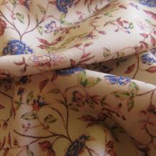 Viscosa floreale rosa chiaro in stile Liberty