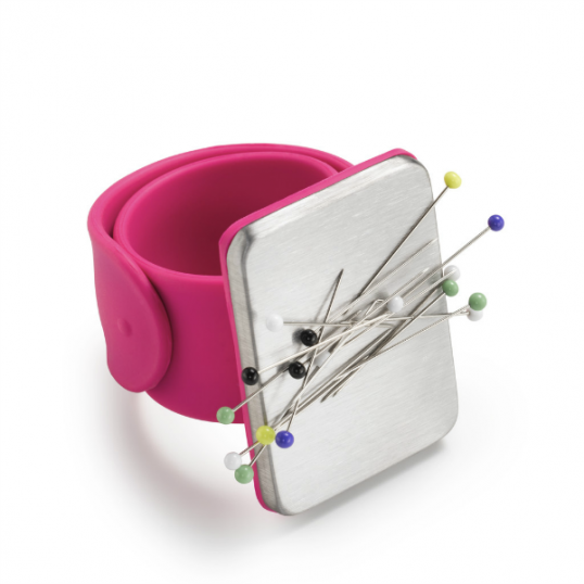 Arm pin cushion magnetic